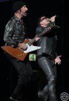 Боно и Эдж поют